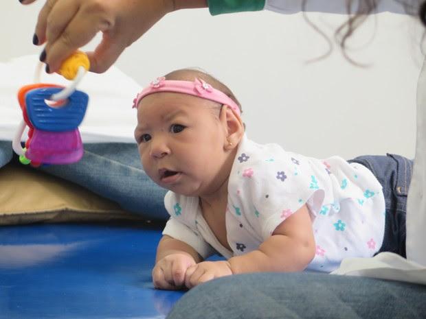 Laura foi diagnosticada com microcefalia (Foto: Mariane Rossi/G1)