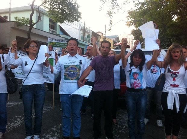 Manifestantes protestam contra violência e pedem diminuição de idade penal. (Foto: Elaine Almeida)