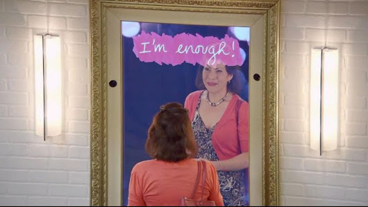 'Magic Mirrors' Compliment Unsuspecting Shoppers