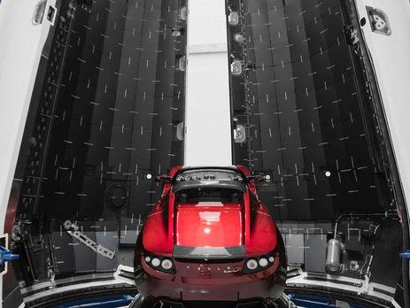 У грудні SpaceX анонсувала запуск нової ракети важкого класу Falcon Heavy з електромобілем Tesla на борту