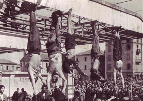 Mussolini_e_Petacci_a_Piazzale_Loreto,_1945