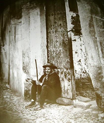Mendigo en Toledo. Foto Casiano Alguacil.