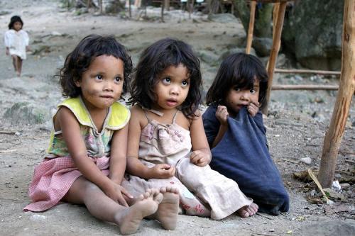 http://images5.fanpop.com/image/photos/28600000/Poor-children-around-the-world-th-CE-B5-CF-81-C3-B8-E1-B9-BF-CE-B5r-CF-84y-28633746-500-333.jpg