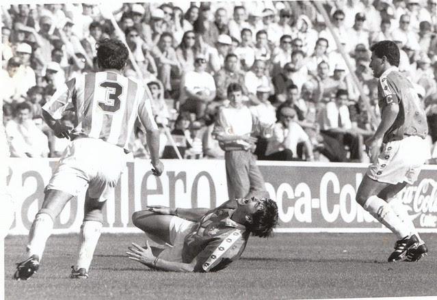 Juan Carlos Paniagua es derribado en el partido de vuelta de la promoción de ascenso a Primera División Real Valladolid-CD Toledo  © Fotografía de Carlos Monroy