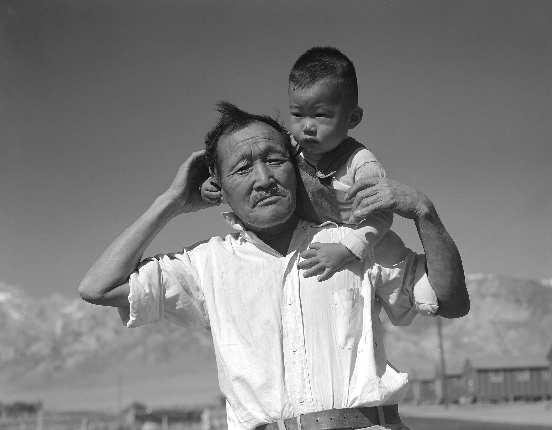 http://www.archives.gov/press/press-kits/picturing-the-century-photos/manzanar-relocation-center.jpg