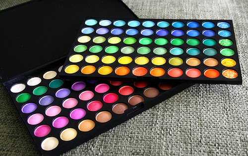 120 pro color eyeshadow palette - Mustaa Kajalia