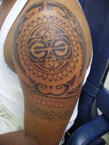 http://davidavery.files.wordpress.com/2009/01/hawaiian_tribal_tattoo.jpg