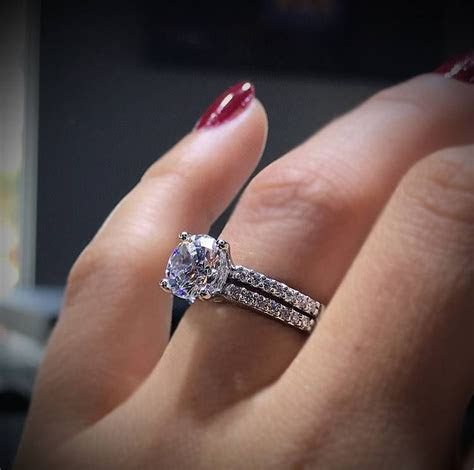 About How Much is a 1 Carat Diamond?   Engagement Rings