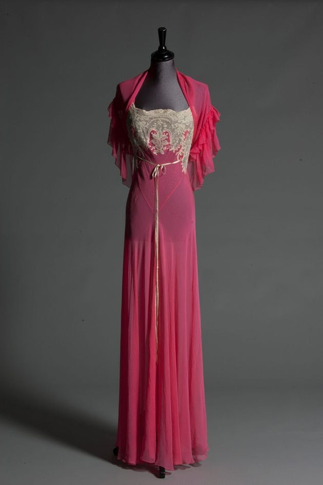 shocking pink chiffon nightdress came with a matching capelet late 40s owned by Wallis Simpson ~ sold at a Kerry auction