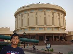 Di dalam kawasan Memorial 6 October, Kaherah, Mesir