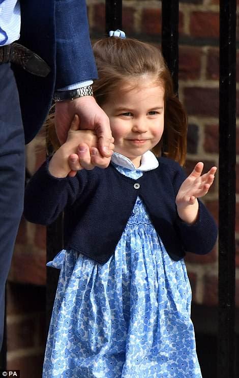 La princesa saludó tímidamente a las cámaras