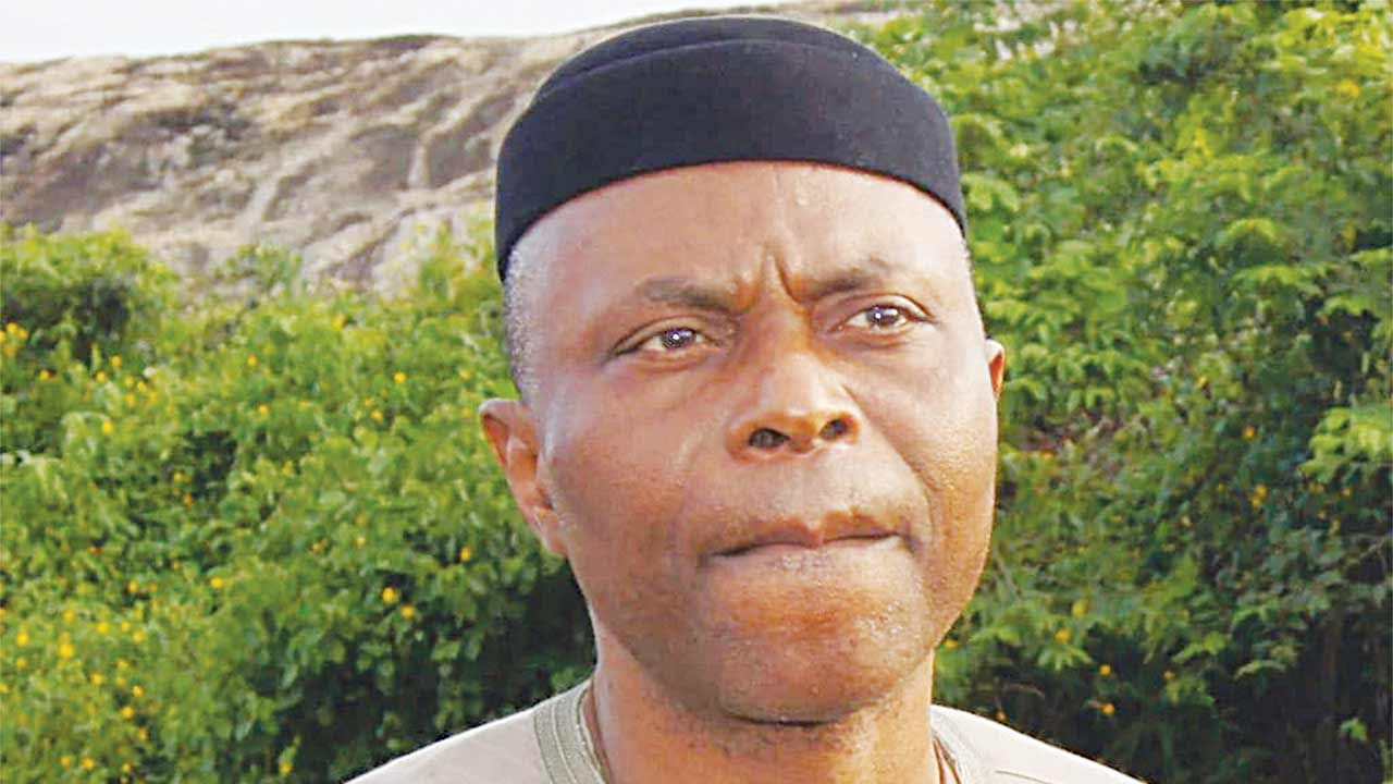 Protesters attack Mimiko's convoy in error over 2017 budget presentation