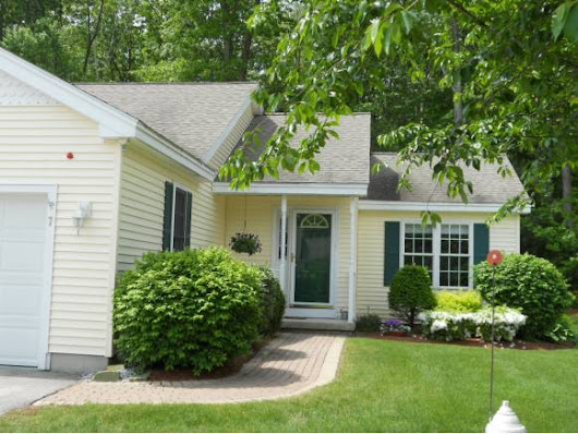 7 Lincoln Dr, Londonderry, NH 03053 | Attached Condo for Sale in Adult Community