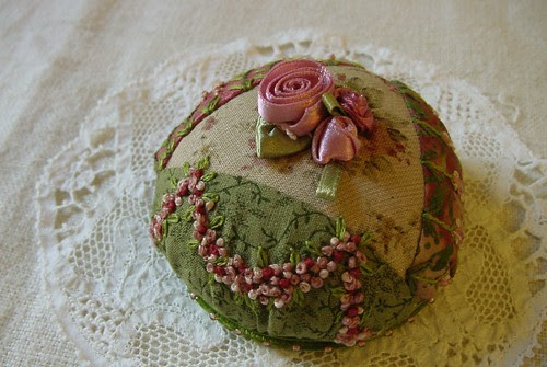 Rosebud Pincushion 01