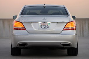 2011 Hyundai Equus Ultimate rear view