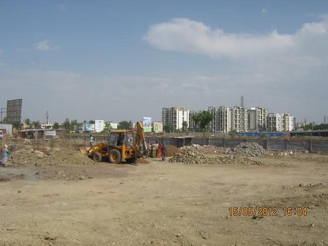 Rohan Tarang Wakad & Construction Site of the B Building in Goldfinger Avenir 2 BHK & 3 BHK Flats at Wakad - Visit Monarch Renaissance, 4 BHK 3 BHK & 2 BHK Flats at Wakad, Pune 411057