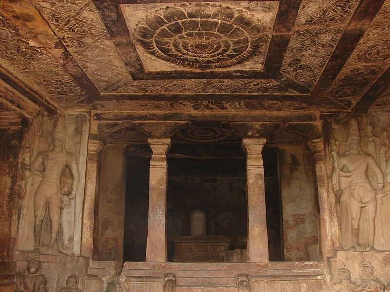 File:Mantapa (hall) in the Ravana padhi cave temple in Aihole.jpg