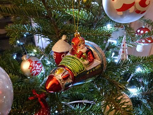 père Noël en fusée.jpg