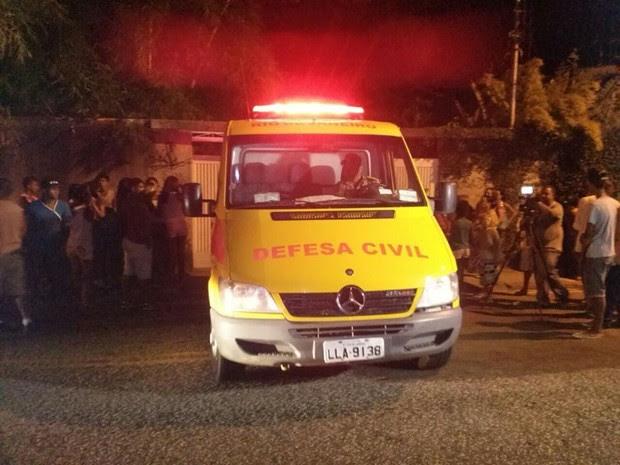 Irmãos foram encaminhados ao IML (Foto: Fabiana Lima/Inter TV )