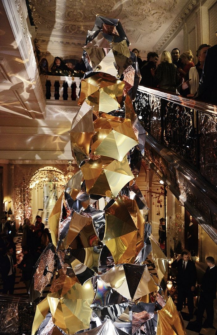 photo Burberry_Claridges Christmas Tree 2015 Event_003_zpsevmyngym.jpg