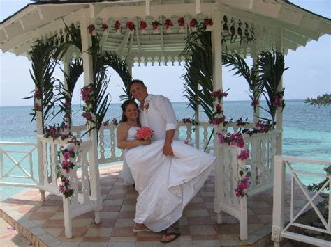 The Gazebo (decorations cost extra)   Picture of Sandals