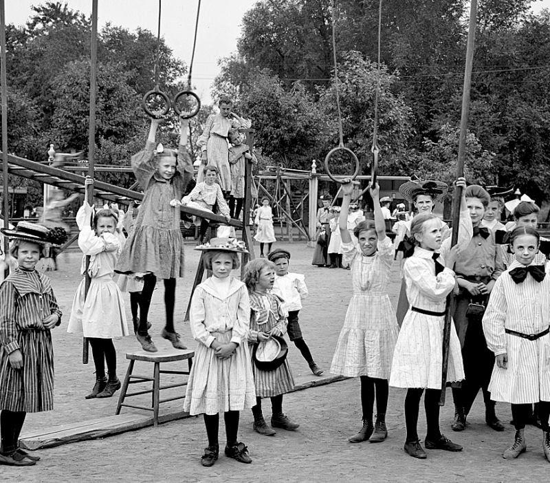Ser criança no início do Século XX não era nada fácil 08