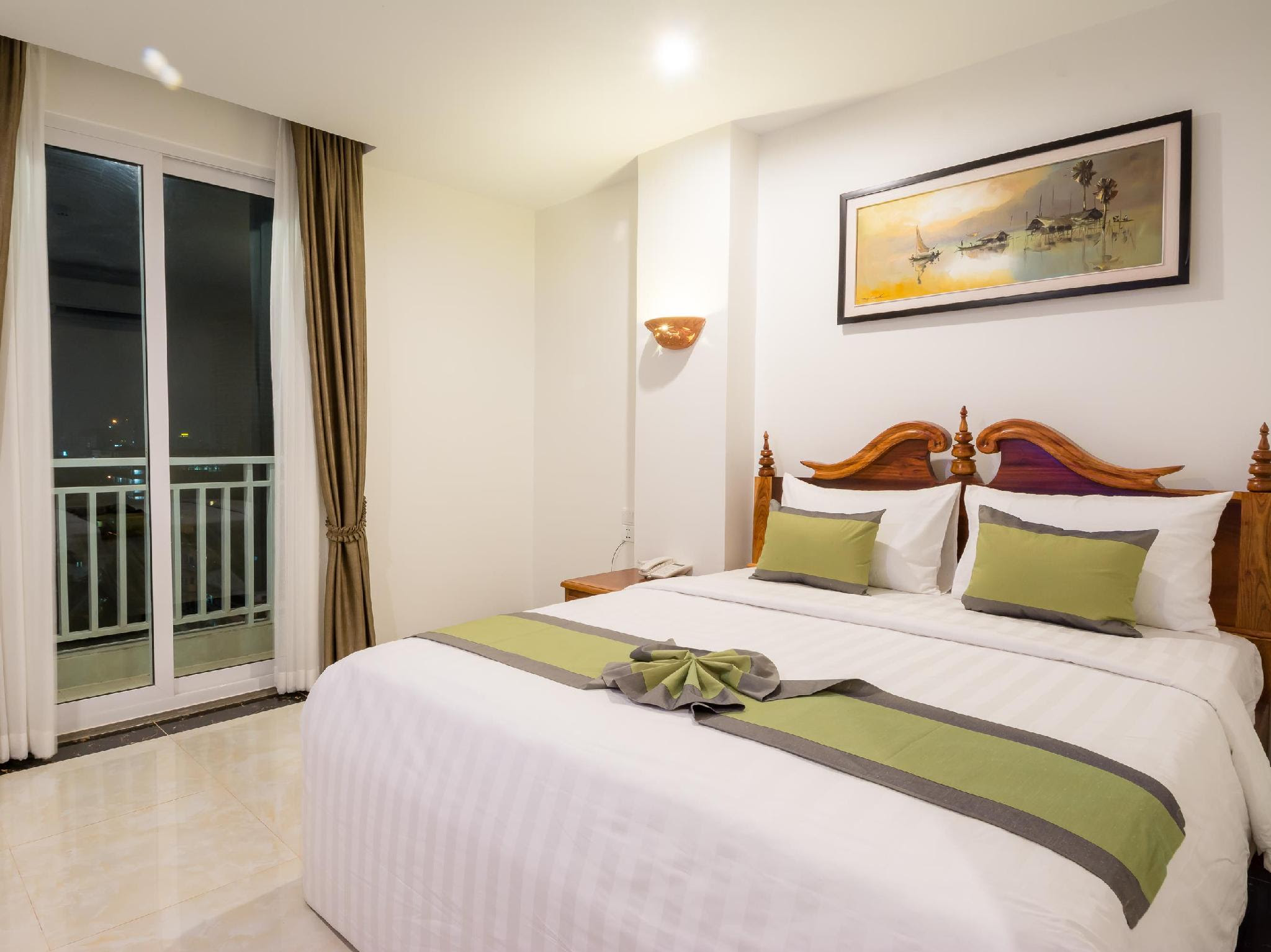 Review Relax Hotel