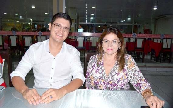 Petrúcio Ferreira e a suplente de senadora Ivonete Dantas prestigiaram o evento
