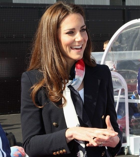 kate middleton accessorieses with a blazer