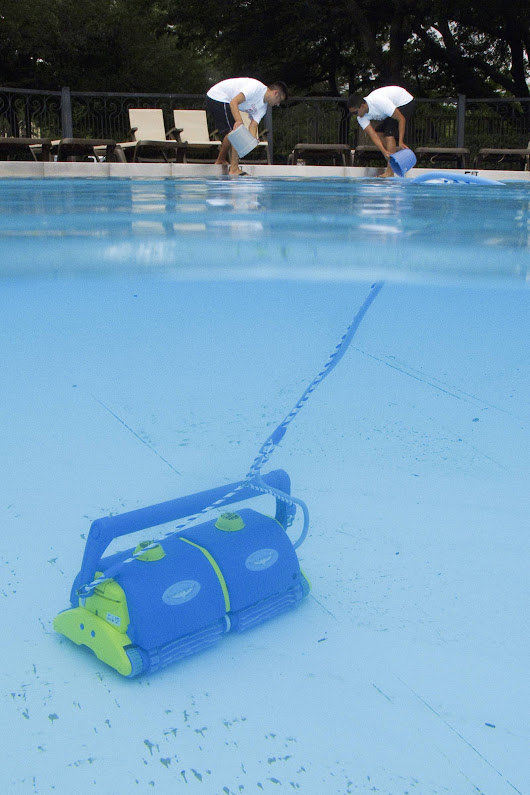 How to Clean a Swimming Pool | The Pool Cleaner Expert