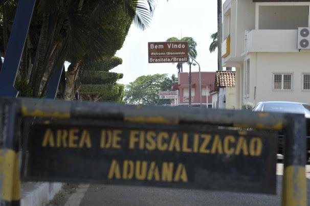 Uma das divisas de Brasileia – município acriano por onde haitianos entram no país –, que faz fronteira com a Bolívia (Foto: Marcello Casal Jr./ABr)