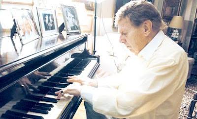 Mariano Mores al piano