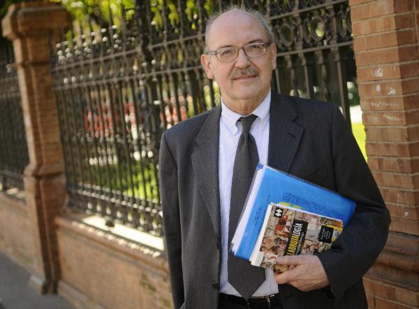 El filósofo, egiptólogo y editor Virgilio Ortega, en Sevilla. Foto: ©Efe/ Raúl Caro