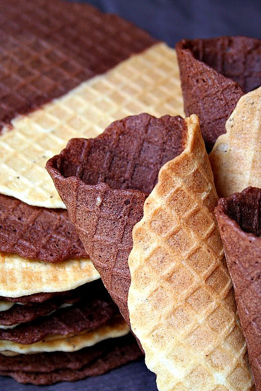 Chocolate & Vanilla Pizzelle