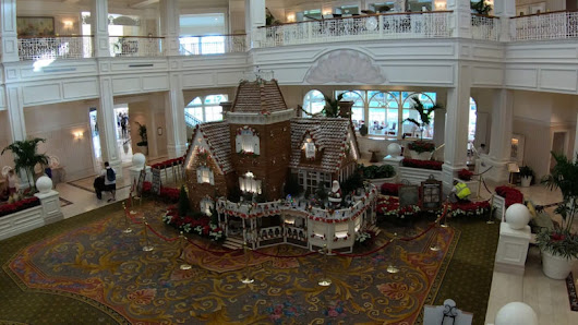 Fun time-lapse video of new Grand Floridian Christmas Gingerbread House construction at Walt Disney World | The Disney Blog