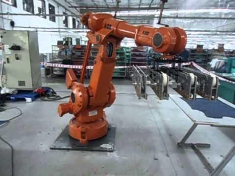 Demon Robot ABB gắp sản phẩm