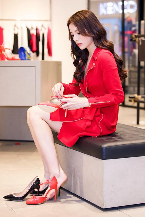 Hoa hậu Kỳ Duyên phủ đầy hàng hiệu thử đồ dự show Moschino tại Milan Fashion Week - Ảnh 8.
