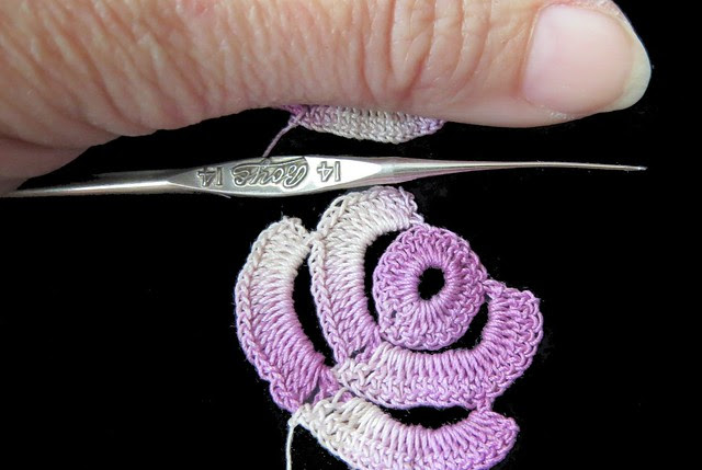 hook size and size of rose