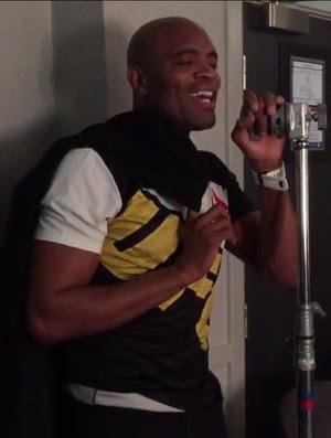Anderson Silva cantando (Foto: Reprodução/Twitter)