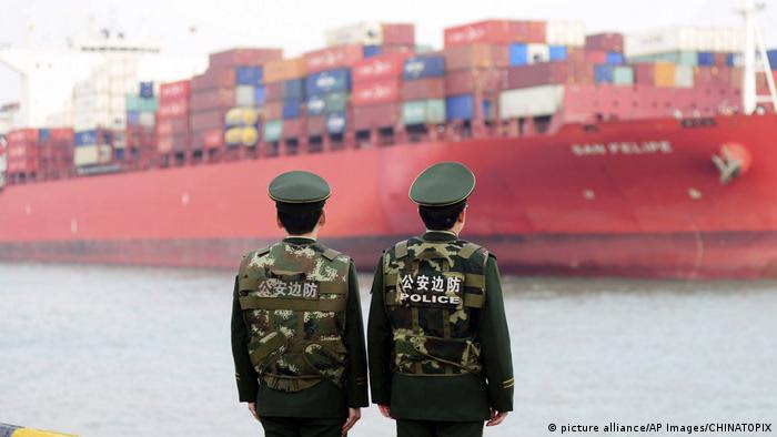 China Containerschiff (picture alliance/AP Images/CHINATOPIX)