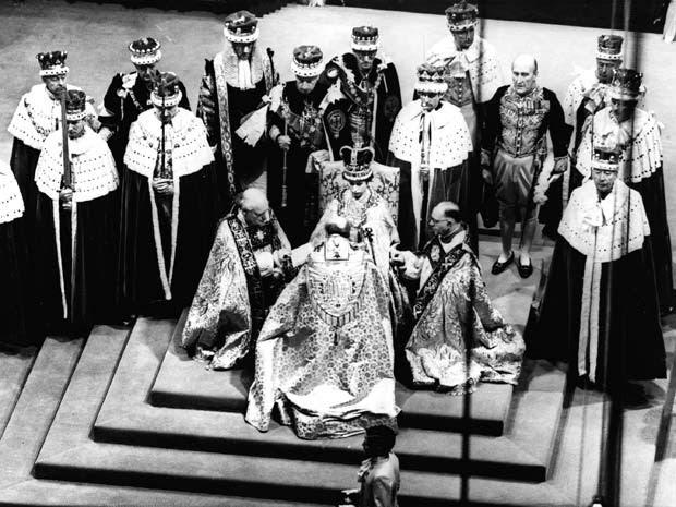 Coroação da rainha Elizabeth II foi em 2 de junho de 1953 na Abadia de Westminster (Foto: AP Photo)