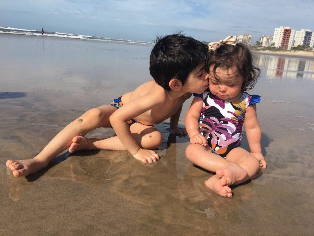 Maria Isabel com o irmão, Pedro Miguel, de 5 (Foto: Acervo pessoal)
