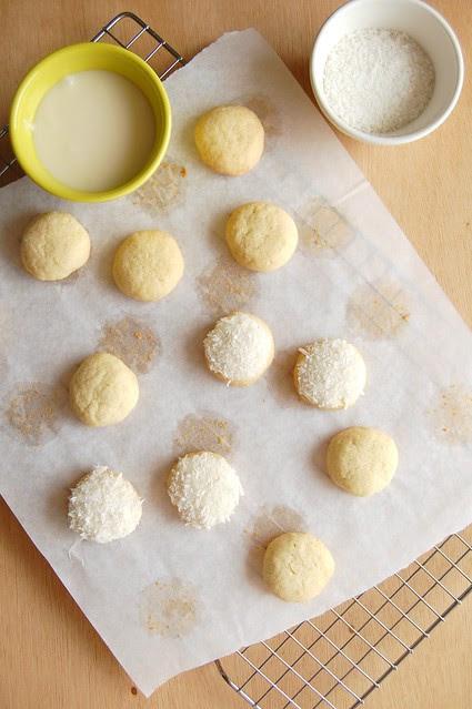 Lime butter drops with coconut / Biscoitinhos de limão com coco
