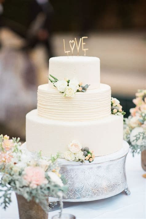 Best 25  Garden wedding cakes ideas on Pinterest