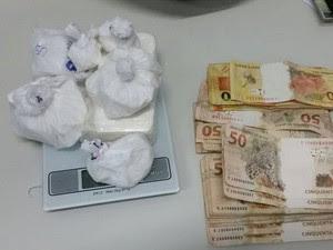 Cocaína com alto teor de pureza foi apreendida com trio (Foto: Divulgação / Polícia Civil)