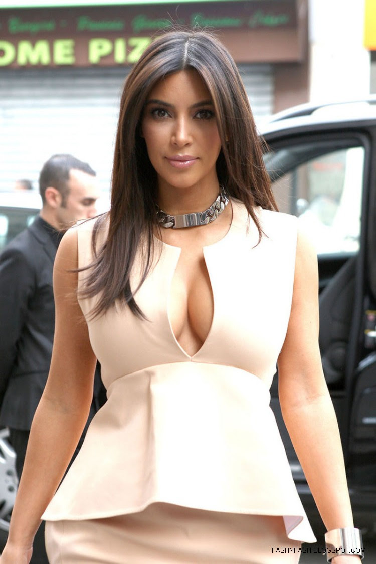 Kim-Kardashian-Hot-Cleavage-Candids-Out-and-About-in- Paris-Pictures-1