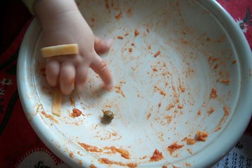 Piato pulito con un dito... by Ylbert Durishti