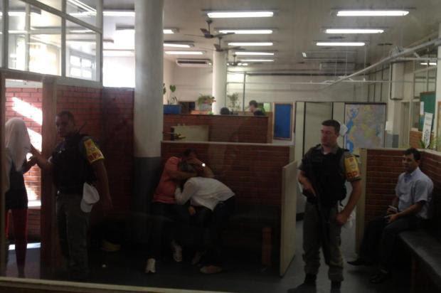 VÍDEO: Casal e mulher são detidos em Porto Alegre suspeitos de negociarem bebê Carolina Argenti/Agência RBS