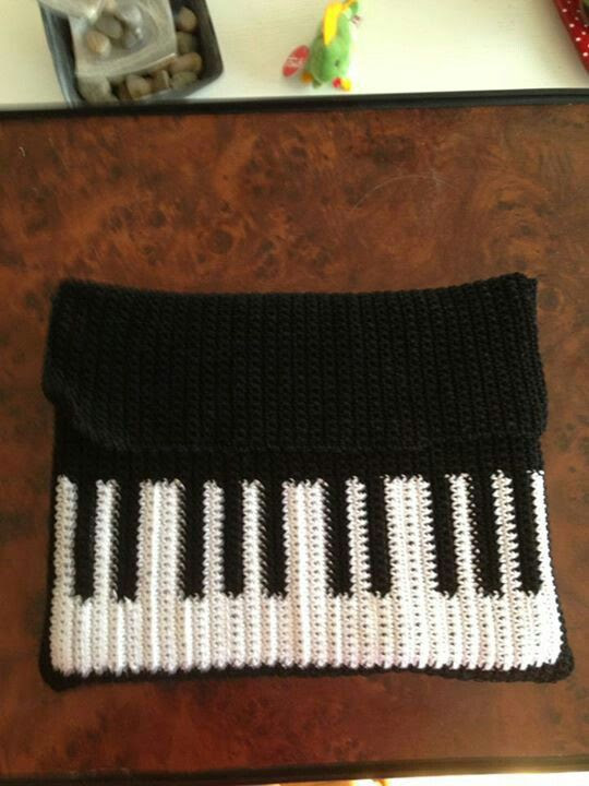 #crochet I pad piano holder...brilliant!!!!