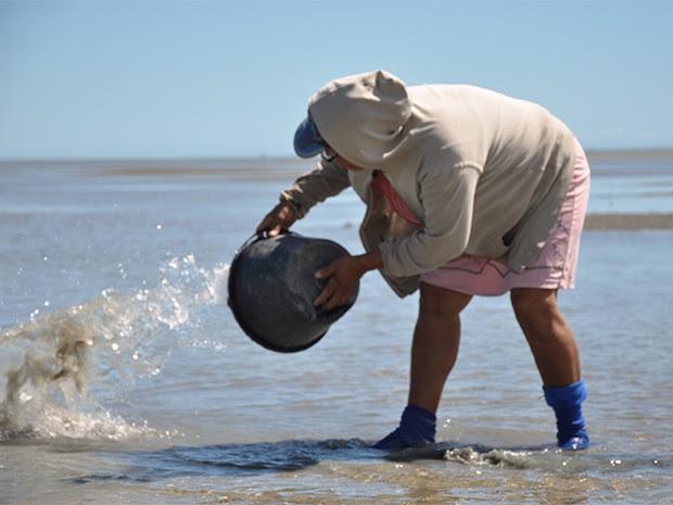 Projeto 'Gente da Maré', desenvolvido por instituições canadenses em parceria com a Ufersa, beneficiou marisqueiras de Grossos, RN  (Foto: Gustavo Henrique Gonzaga da Silva/ Ufersa)